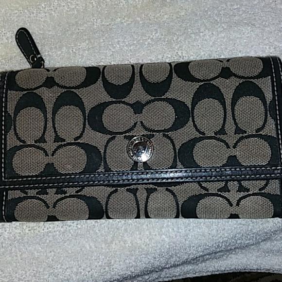 Coach Handbags - 🎆Gorgeous CoachSignature Black&Gray Canvas Wallet